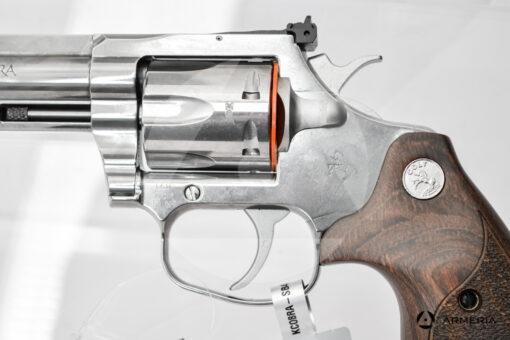 "Revolver Colt modello King Cobra canna 4"" calibro 357 Magnum macro"